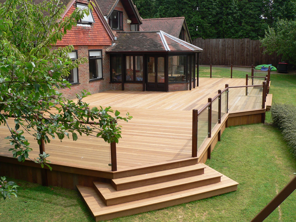 Pete wattonpete watton fencing and decking fordingbridge for Garden decking images uk
