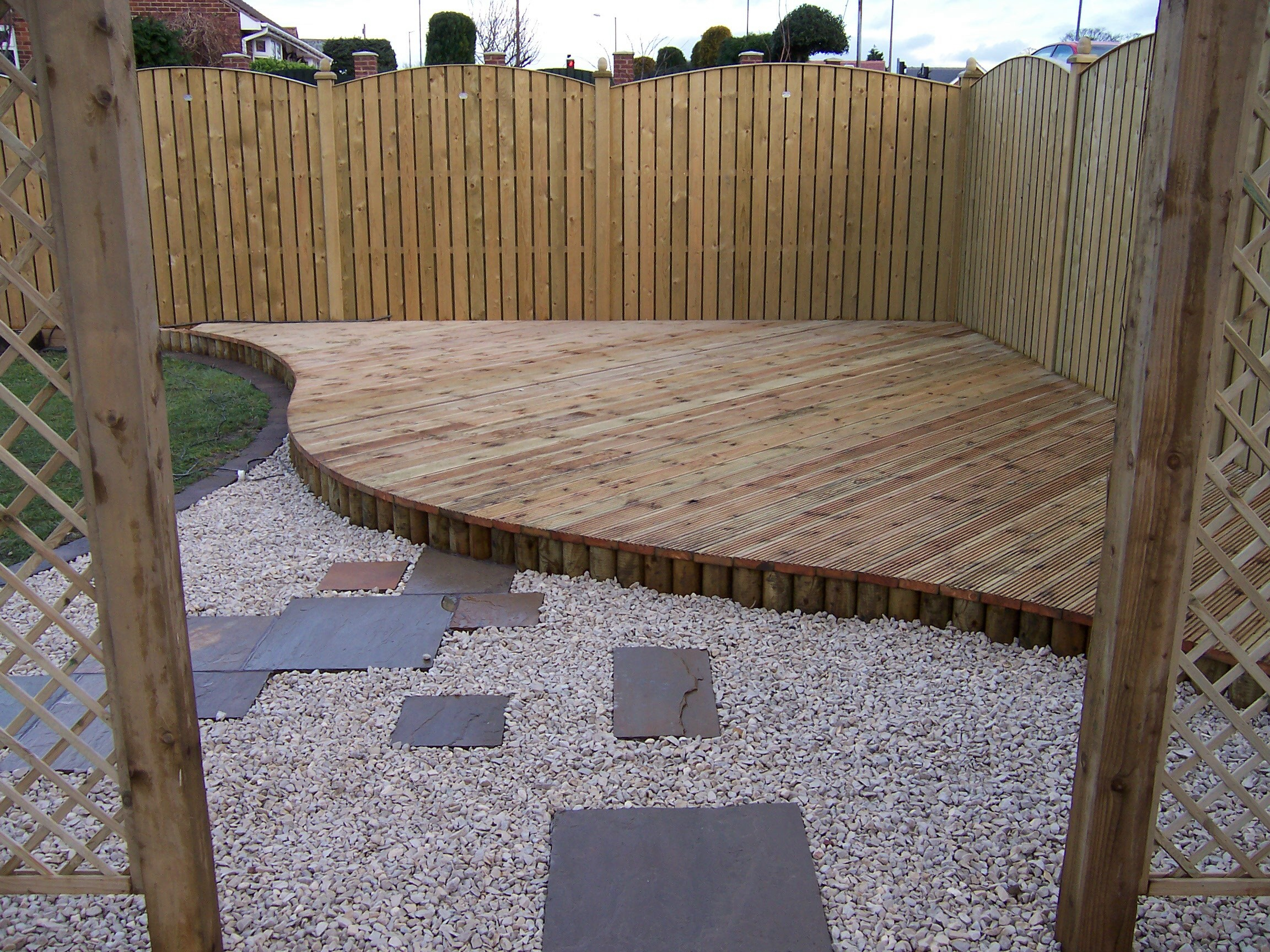 Pete wattonpete watton fencing and decking fordingbridge for Garden decking fencing
